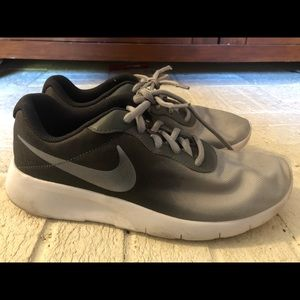 Boys Nike shoes size 6Y US